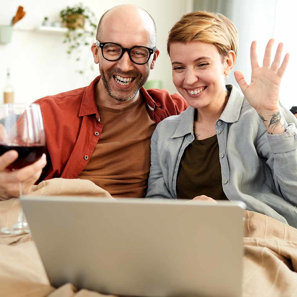 Couple in a virtual wine tasting